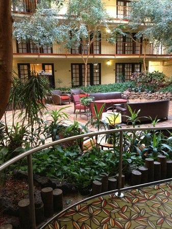Aksarben Suites Omaha: Restaurant Area