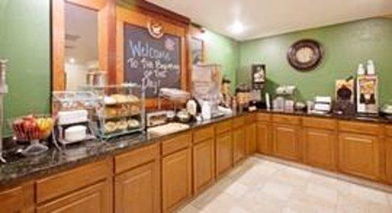 AmericInn Hotel & Suites Johnston: AmericInn Johnston - Breakfast Area