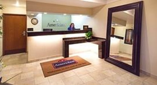 AmericInn Hotel & Suites Johnston: AmericInn Johnston - Front Desk