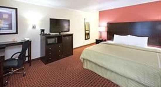 AmericInn Hotel & Suites Johnston: AmericInn Johnston - King Suite
