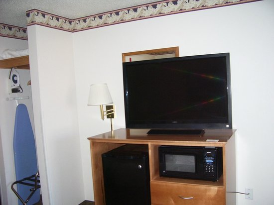 New Victorian Suites Lincoln:                   TV