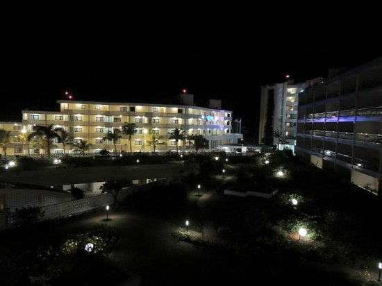 Royal Islander Club La Plage:                   View of gardens at night