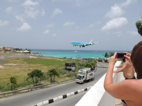 Royal Islander Club La Plage :                   Watching planes land from the viewing deck next to pool