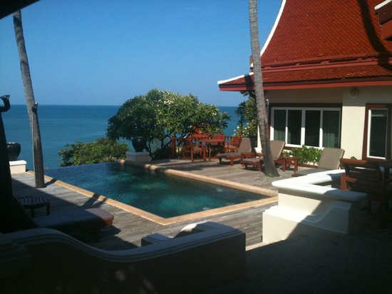 Q Signature Samui Beach Resort:                   pool suite -- 3 share the pool