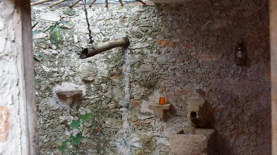 Hacienda Hotel Santo Domingo:                   Mayan bathroom