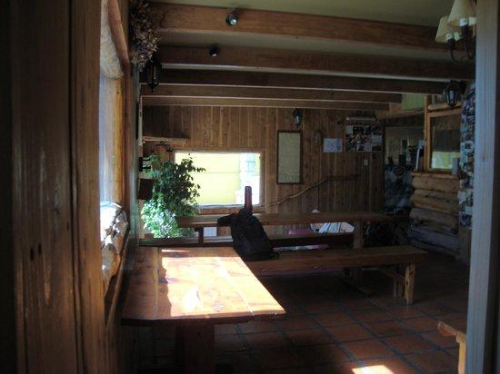 Periko's Youth Hostel:                   Comedor amplio y comodo