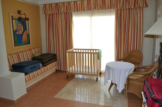 Grand Bahia Principe El Portillo:                   Supplied crib.