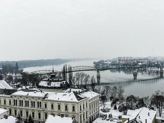 Esztergom Basilica / Cathedral: Vista dalla Basilica sul Danubio