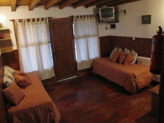 Arwen Mesheken Apart Hotel:                   Quarto/sala no piso inferior