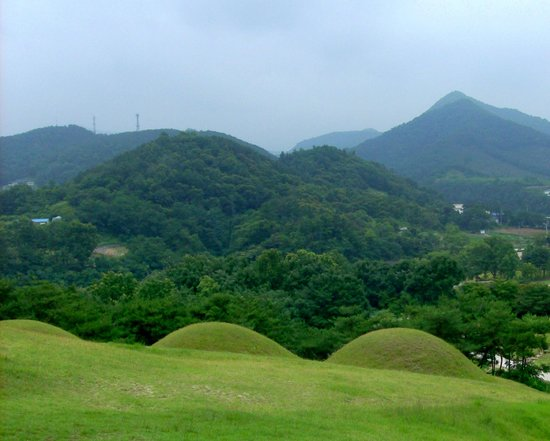Songsan-ri Tombs and Royal Tomb of King Muryeong
