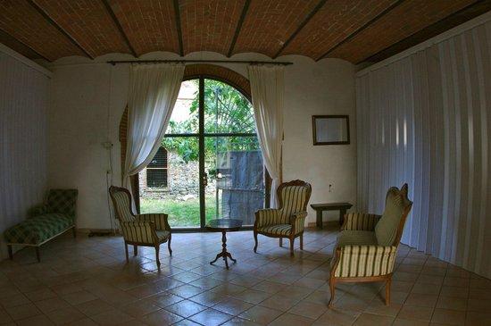 Fattoria Ghezzi: Lounge - Filanda Sassi appartment