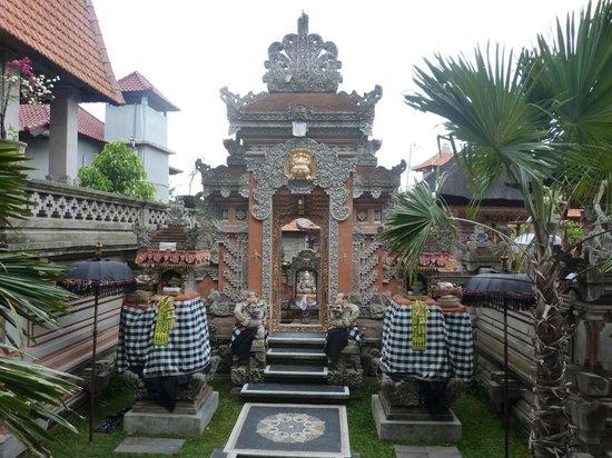ปนดก ปันดิ วิลเลจ อินน์:                   entree de l hotel, ca fait comme l entree d un temple, tres original !