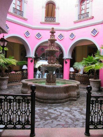 ClubHotel RIU Jalisco: Fontaine dans le hall
