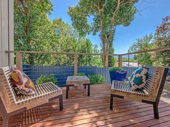 Tuck Inn Yarra Valley: Outdoor Space