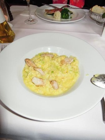 Trattoria Toscana:                   Risotto mit Gemüsestreifen und Kaninchen