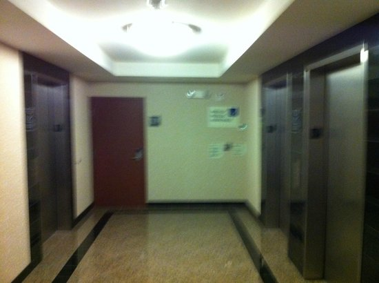 Drury Inn & Suites Orlando: Elevators