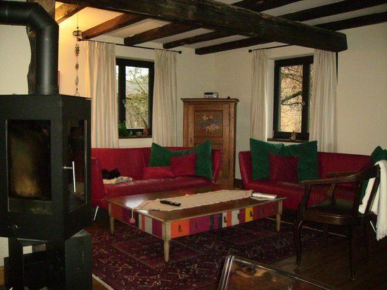 L'accroche Coeur - bed and breakfast: living room