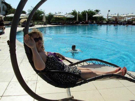 Malpas Hotel & Casino:                   Hammocks and four poster beds all round pool