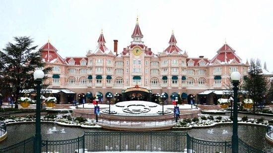 Disneyland Hotel:                   Hotel Front