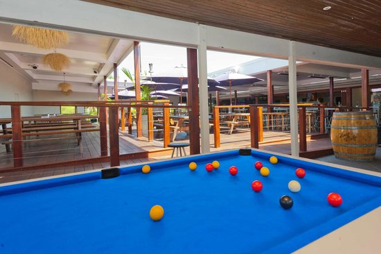 Hoey Moey Backpackers: Pool Tables