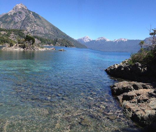 Hosteria Casa de Piedra :                   Lago Futalaufquen