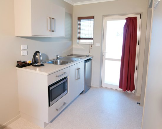 Mohua Motels: Self contained Kitchen