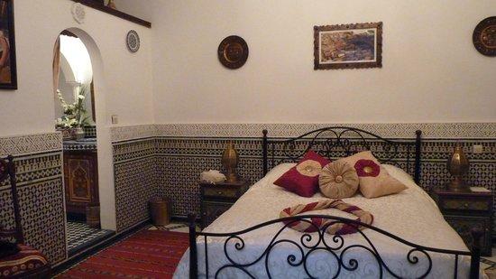 Riad Kettani FES:                   Chambre suite Massria