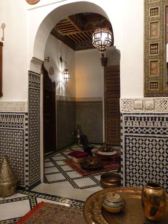Riad Kettani:                   Salon suite Massria