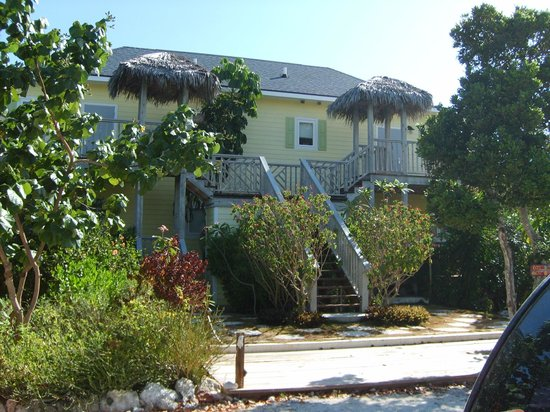 Pineapple Fields Resort :                                     This is the 4 unit block with 2 upstairs and 2 downstairs su