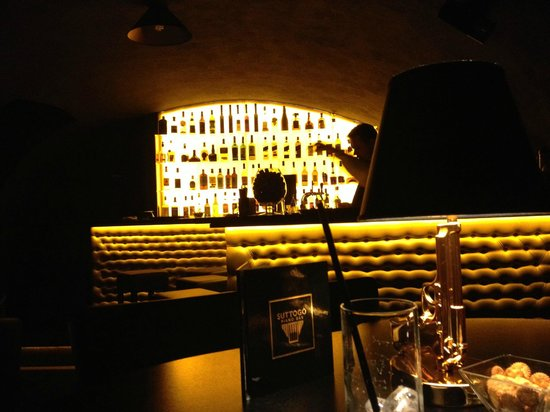 Suttogo Piano Bar