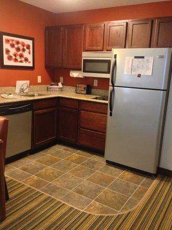 Residence Inn Tampa Sabal Park/Brandon:                                     kitchen