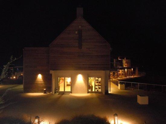 Peppers Bluewater Resort: Vista desde mi habitación, a la noche