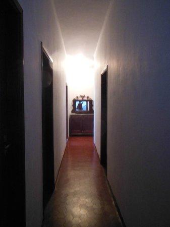 Pousada Santa Rita:                   O corredor da pousada que estava vaziaaaa