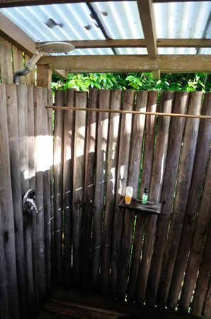 Jungle Bay, Dominica: open air shower