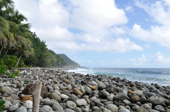 Jungle Bay, Dominica: beach by the lower deck