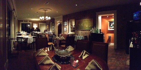 Cafe Anchuca at Anchuca Historic Mansion : Cafe Anchuca