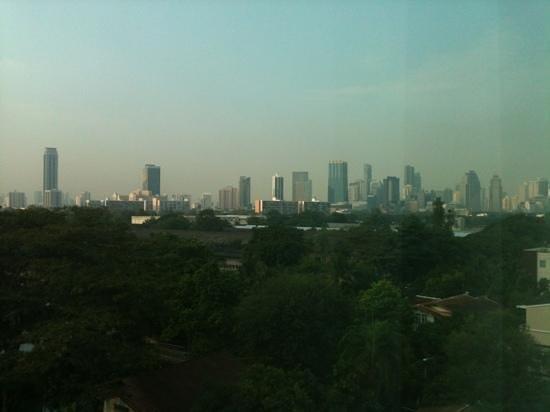Sukhumvit 12 Bangkok Hotel & Suites:                                     Bangkok-Skyline
