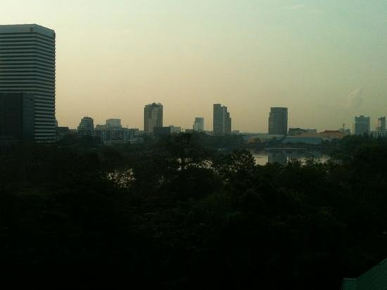 Sukhumvit 12 Bangkok Hotel & Suites :                                     Ramada-Seepark