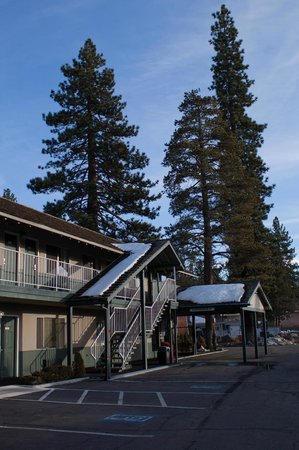 Howard Johnson South Lake Tahoe: hotel view