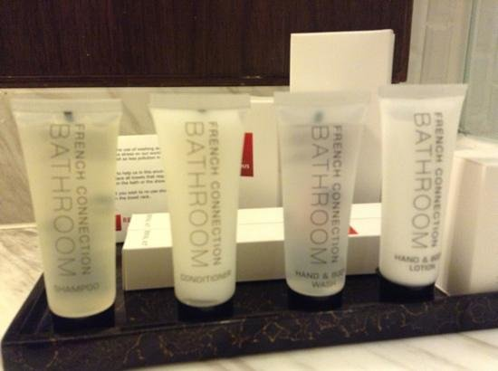 Rendezvous Hotel Singapore by Far East Hospitality:                   bath amenities