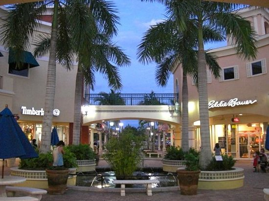 Hampton Inn & Suites Fort Myers-Estero/FGCU: Miromar Outlets