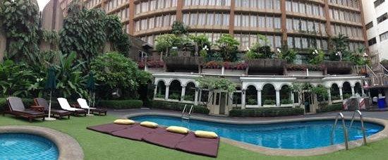 โรงแรมตวันนา:                   pool area