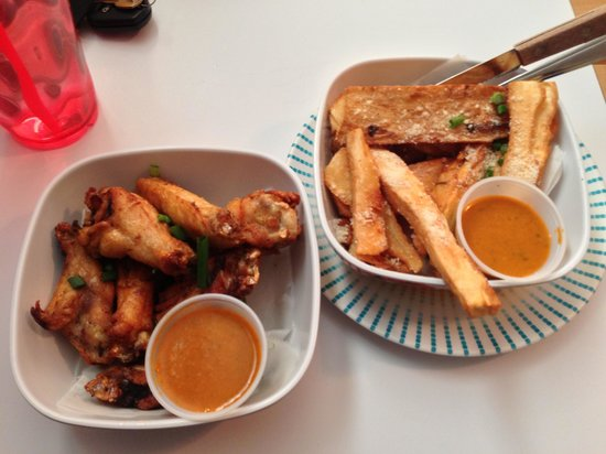 Rio's Brazilian Cafe: Wings and yucca fries