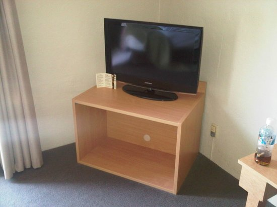 BreakFree Adelaide: Good quality LCD tv