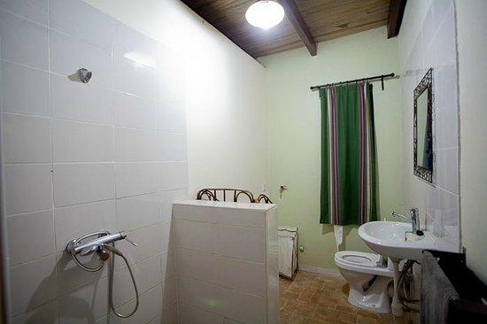 Yellow Haven Lodge:                   bathroom