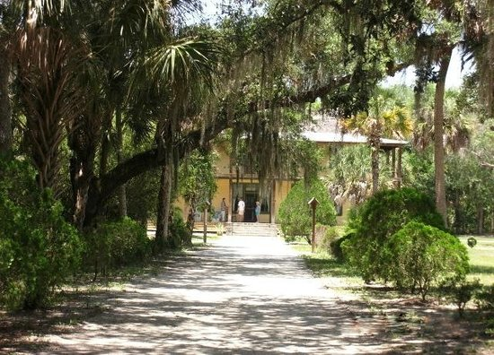Koreshan State Historic Site: Walking to the Main House
