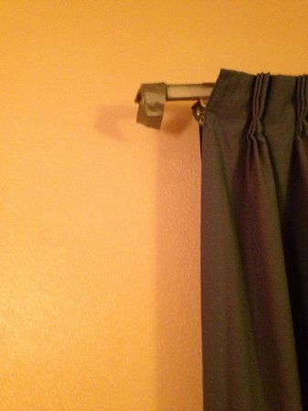Red Coach Inn & Suites Hutchinson:                   Duct Tape on Curtain Rod