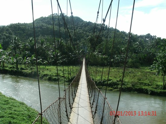 Tukuran Hanging Bridge : Calsapa Hanging Bridge