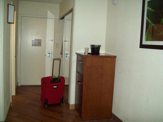لاكوينتا إن آند سويتس دانبري:                                     clean and almost brand new rooms                          