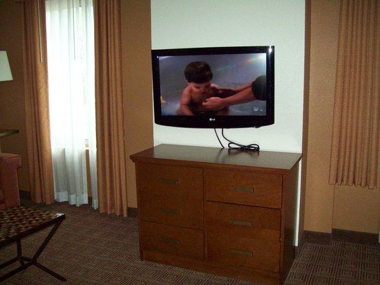 La Quinta Inn & Suites Danbury :                                     nice hd tv